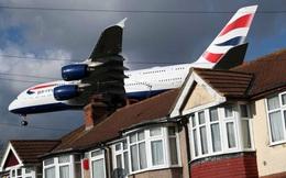 24h qua ảnh: Siêu máy bay chở khách liệng sát mái nhà dân khi hạ cánh