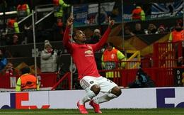 """Man United thắng 5-0 trong ngày """"người về từ Trung Quốc"""" tỏa sáng; Arsenal bất ngờ bị loại"""