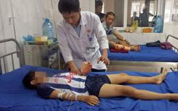 Chơi trò chơi khi điện thoại đang sạc dẫn đến nổ, bé trai 12 tuổi bị chấn thương dập nát bàn tay