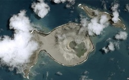 Thiên nhiên kỳ bí: Hòn đảo bí ẩn đột ngột xuất hiện sau lớp tro bụi núi lửa