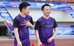 Con trai bầu Hiển xỏ giầy vào sân đá tập cùng Hà Nội FC