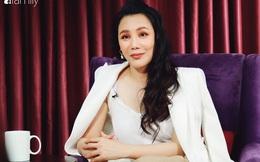 Hồ Quỳnh Hương tức giận chỉ trích đồng nghiệp xem thường khi mang trợ lý ra hát tập với cô