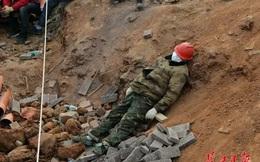 24h qua ảnh: Công nhân ngủ giữa sỏi đá khi xây bệnh viện dã chiến ở Vũ Hán