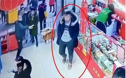 Bị đuổi ra khỏi siêu thị vì không đeo khẩu trang, người đàn ông lao tới đánh nhân viên bảo vệ