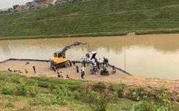 Tránh đàn bò, xe bán tải lao từ cầu xuống sông cao 30m