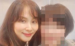 """Go So Young lần đầu xuất hiện sau scandal """"săn gái"""" chấn động của ông xã Jang Dong Gun, biểu cảm gây tranh cãi nảy lửa"""