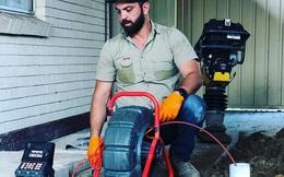 Người đàn ông bỏ việc ngân hàng với lương hơn 2 tỉ làm thợ sửa ống nước với lý do gây kinh ngạc