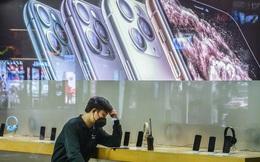 Thiếu hụt lao động sản xuất iPhone, Samsung gặp may vì không còn nhà máy tại Trung Quốc