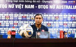"""HLV Mai Đức Chung khẳng định tuyển nữ Việt Nam không buông xuôi: """"Mình từng thua Australia 9 bàn cơ mà, thua 0-5 là bình thường"""""""