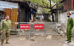 Hình ảnh dựng rào chắn, cách ly đường phố ở Cầu Giấy, khu vực bệnh nhân thứ 39 nhiễm Covid-19 sinh sống