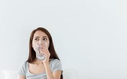 11 lợi ích của việc uống nước khi bụng đói