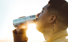 Điều gì thực sự xảy ra với cơ thể bạn khi bạn uống nước tăng lực?