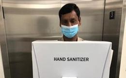 Công ty dầu mỏ bị chỉ trích vì cho nhân viên ăn mặc như chai nước rửa tay