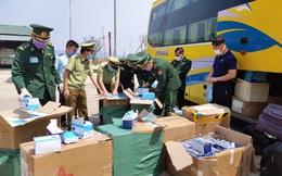 Bắt xe khách chở 30.000 khẩu trang y tế và đồ bảo hộ ra nước ngoài tiêu thụ