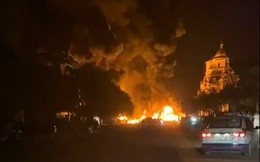 Cháy kho chứa lốp ô tô rộng 1000 mét ở Quảng Ninh, cột khói lửa bốc cao hàng chục mét