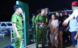 """Phá sòng bạc """"quý bà"""" ở ven sông Sài Gòn thu gần 1,3 tỷ đồng tại hiện trường"""