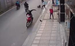 Tên cướp bị bảo vệ bắt khi quay lại hiện trường lấy chiếc dép bị rơi