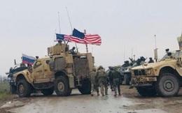 Xe bọc thép Mỹ chặn đường, quân cảnh Nga bất lực, phải rút khỏi khu vực quan trọng ở Syria