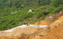 Ủi đất, phá đá ngay dưới chân đập thuỷ lợi Trà Cân