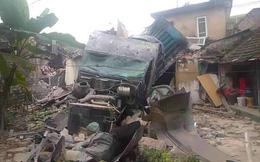 Sau tiếng động lớn lúc 3 giờ sáng, tá hỏa thấy xe đầu kéo đâm sập 2 nhà dân
