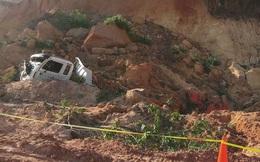 Hầm đất bất ngờ đổ sập, đè chết tài xế xe cuốc