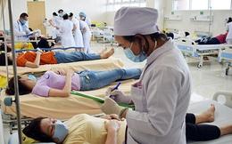 Hàng trăm công nhân nhập viện cấp cứu nghi ngộ độc thực phẩm sau bữa cơm trưa