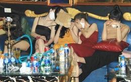 """Vụ 76 nam nữ """"bay lắc"""" trong quán karaoke treo biển đóng cửa: Khởi tố 2 """"dân chơi"""""""