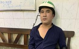 Tài xế mặc áo Grabbike vờ rớt dép để mượn điện thoại rồi cướp tài sản người nước ngoài ở Sài Gòn