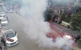 Đám cưới ở Hà Nội có người đốt pháo đỏ đường: Nhà chức trách phải đến nhà làm việc lần thứ 2