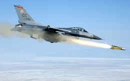 """[ẢNH] """"Sát thần"""" AGM-65 trên F-16 Thổ Nhĩ Kỳ phá tung biên đội xe tăng Syria"""
