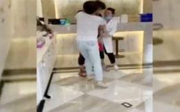 """Người phụ nữ bị nhân viên thẩm mỹ viện chặn đánh vì """"không tiêu tiền"""" mà còn đi vệ sinh"""