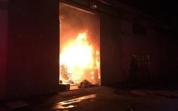 Đang cháy lớn trong Khu công nghiệp Cát Lái