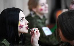"""7 ngày qua ảnh: Vẻ đẹp rạng ngời của """"bóng hồng"""" trong quân đội Nga"""