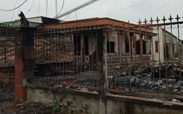 Vựa phế liệu cùng 2 xe tải và căn nhà bốc cháy dữ dội trong đêm, thiệt hại hơn 1 tỷ đồng