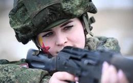 Ngỡ ngàng trước vẻ đẹp của các nữ quân nhân Nga