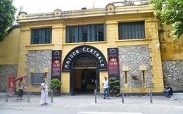 Hai du khách Anh dương tính với Covid-19 từng đến thăm Nhà tù Hỏa Lò