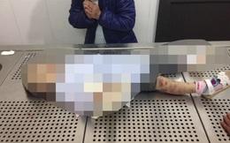 Bắt khẩn cấp mẹ đẻ, bố dượng nghi bạo hành bé gái 3 tuổi đến tử vong, cơ thể thâm tím