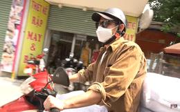 Huy Khánh gặp sự cố, phải lái xe máy chở 200 kg gạo đi từ thiện