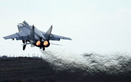 Nóng: Siêu tiêm kích MiG-31 bốc cháy khi đang cất cánh, hai phi công thoát nạn thần kỳ
