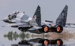 """MiG-29 hộ tống Su-22, """"đối đầu"""" với 4 F-16 NATO: Phi công Mỹ tiết lộ cảm giác săn đuổi"""