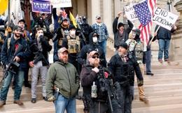 Tin vào thuyết âm mưu trên Facebook, người Mỹ ầm ầm biểu tình đòi gỡ phong tỏa