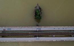 24h qua ảnh: Cầu Long Biên vắng bóng người giữa mùa dịch Covid-19