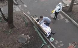 Người phụ nữ Nga gục chết trên băng ghế sau khi bệnh viện cho về vì âm tính với SARS-Cov-2