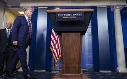 """Ông Trump bất ngờ bỏ họp báo hàng ngày về COVID-19, nói """"không xứng đáng tốn thời gian và công sức"""""""