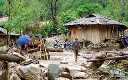 Ảnh: Dầm bùn, đội mưa nỗ lực hỗ trợ người dân khắc phục hậu quả thiên tai