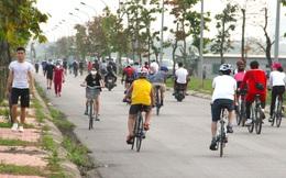 Đang cách ly xã hội, người dân TP Vinh vẫn tập trung đông ở hồ điều hòa dạo chơi, tập thể dục