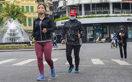 Người dân vẫn tập thể dục quanh hồ Hoàn Kiếm sau yêu cầu xử phạt của Chủ tịch UBND TP Hà Nội