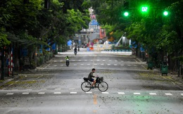 Hình ảnh đường phố Hà Nội vắng lặng trong ngày thứ 5 thực hiện cách ly xã hội