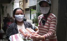 Quận Ba Đình: Phát gạo, nhu yếu phẩm giúp đỡ người dân phòng chống dịch Covid-19