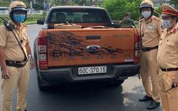 CSGT bắt xe ô tô chở 10.500 chiếc khẩu trang y tế không rõ nguồn gốc ở Sài Gòn